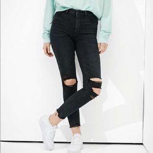 AMERICAN EAGLE Super Hi Rise Crop Ripped Jeans